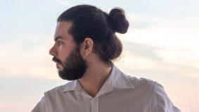 Haram lelaki ikat rambut ketika solat?