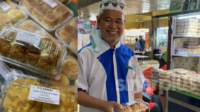 [VIDEO] Terpesona dengar pakcik ini berbahasa Inggeris dengan baik jual roti