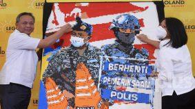 Wow, mural wajah frontliner guna 150,000 bongkah lego