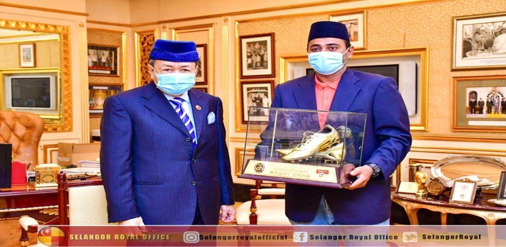 Sultan Selangor berkenan beli Kasut Emas milik Khalid Jamlus, dipamer di Muzium Galeri Bola Sepak Selangor
