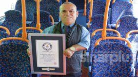 Pemandu bas terpendek di dunia, pecah rekod dunia Guinness!