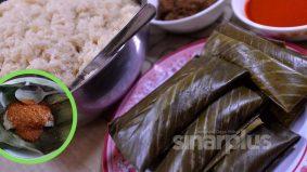 Kelupis kuih istimewa orang Sabah menggunakan daun irik