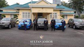 Sultan Johor hadiah kereta kepada pengarah hospital dan doktor