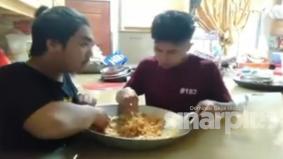 [VIDEO] Banjir naik ke paras dada, dua lelaki terpaksa makan dalam kuali