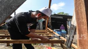Ustaz Ebit bantu nenek 70 tahun bina rumah baru, 12 tahun berdoa untuk ada tempat solat sempurna