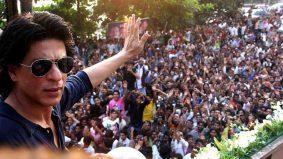 Elak jangkitan Covid-19, Shah Rukh Khan halang peminat berkumpul