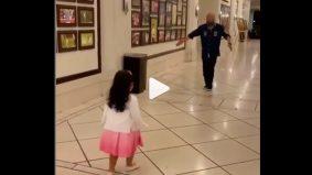 """[VIDEO]""""Alahai comelnya tengok atuk dan cucu ni"""" – Gelagat Ismail Sabri mencuit hati"""