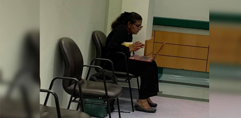 Guru buat PdP dalam talian di koridor hospital curi perhatian warganet
