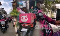 [VIDEO] Gangguan internet, 42 rider Food Panda hantar pesanan serentak, nasib ada jiran tolong beli