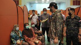 """""""Jaga kesihatan dan keselamatan diri, jangan bermain air banjir"""" - Titah Tengku Hassanal"""