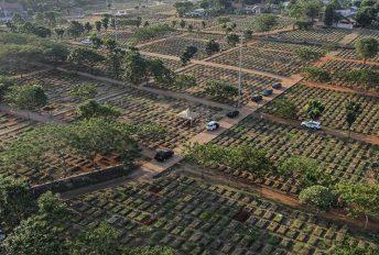 Jakarta kuburkan 190 mayat setiap hari, lebih separuh darinya mangsa Covid-19