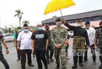 """""""Tuanku keluar awal pagi sampai tengah malam beri bantuan""""- Ustaz Ebit sebak kesungguhan Tengku Hassanal"""