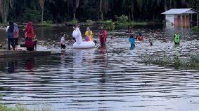 [VIDEO]Banjir jadi 'theme park', siap bawa unicorn, tapi hati-hati ya