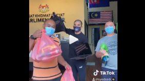 """[VIDEO]""""So cute"""" – Video TikTok Syed Saddiq siap sedia barang agihan curi tumpuan"""