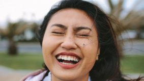 Ringankan beban mental, ini manfaat ketawa yang sangat baik untuk badan