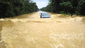 Jangan terlalu yakin memandu redah banjir, anda mungkin rugi ribuan ringgit