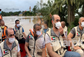 Bukan duta Palestin yang datang hulur sumbangan mangsa banjir, gadis keliru dengan bendera UAE