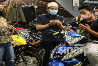 Mak baru meninggal, motosikal pula kena curi, Ebit Lew tampil bantu ganti yang baharu