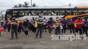 Terbaik, UiTM Pahang hantar satu bas bantu mangsa banjir Raub