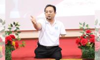 Semangat juang Dr Ruzimi ini wajar dicontohi, tiada kaki dan tangan kiri tidak halang cipta aplikasi khas OKU