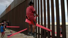 Sempadan Amerika Syarikat-Mexico viral gara-gara jongkang-jongket warna pink
