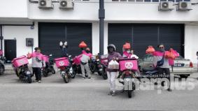 Bateriku.com kena 'prank' terima pesanan makanan dari 15 rider bernilai RM500!