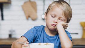 Ibu bapa boleh cuba 6 langkah ini untuk ajar anak makan nasi