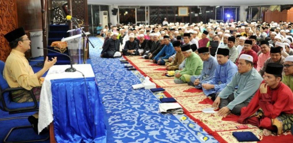Pahala dengar ceramah di masjid dan Youtube