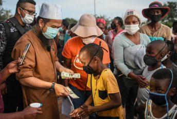 """Rumah zink kotak, besar saiz tandas"" - Ustaz Ebit ke Afrika demi misi kemanusiaan dan kasih sayang"