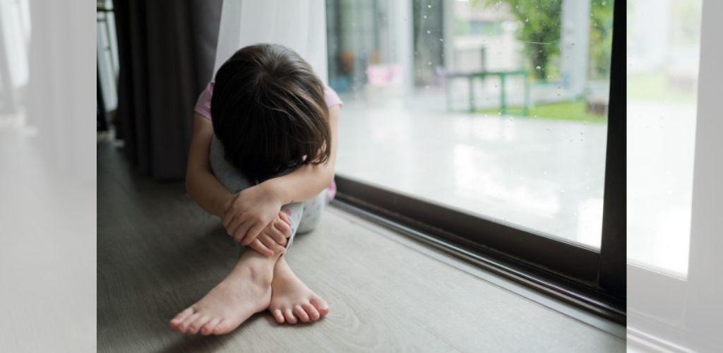 Sakiti dan mendera anak
