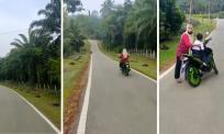 [VIDEO] Cikgu tak cukup nafas kejar anak murid lari dari sekolah, boleh menang marathon budak ini