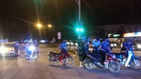 Terpaksa tolak motosikal sejauh 4km, padah ganggu solat terawih!