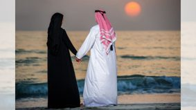 Suami isteri bermanja-manja pada siang hari Ramadan, ini hukumnya