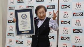 Pengurus pejabat paling tua di dunia, masih gigih bekerja usia 90 tahun