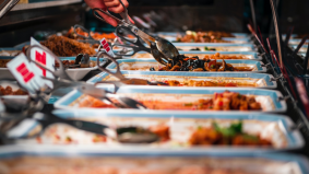 SOP iftar dan sahur: Hanya makanan siap bungkus, bufet seliaan pramusaji dibenar