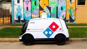 Elak virus Covid-19 terus menular, robot penghantar piza comel ambil alih tugas manusia