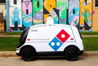 robot penghantar piza