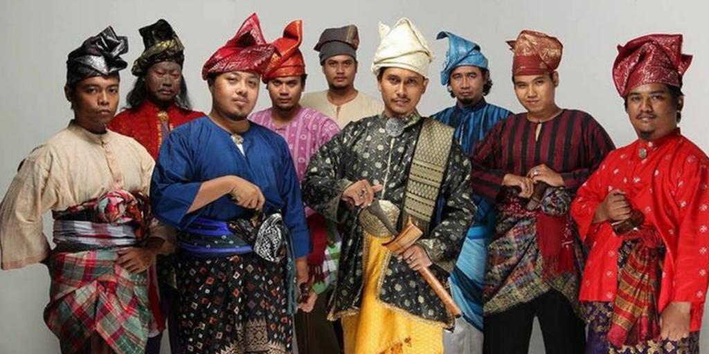Baju Melayu pakaian tradisi pelengkap Aidilfitri. Ini cerita di sebaliknya