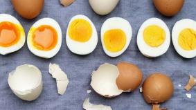 Cara menikmati telur dengan kaedah yang betul. Jangan hanya makan putih telur sahaja, ini sebabnya