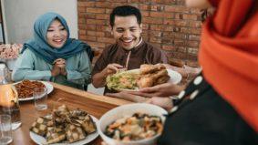 Makan berlebihan menyerupai orang kafir dengan 7 perut. Otak lemah, malas beribadah