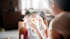 Nak curi makanan untuk anak, 'tercuri' makanan anjing! Kisah benar ini buat ramai menitiskan air mata