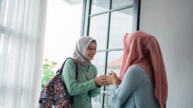 """""""Membawang 15 minit dengan jiran tepi pagar pun jangan, tak boleh buka pintu kepada orang lain""""- Dr Rafidah tegur sikap langgar SOP"""