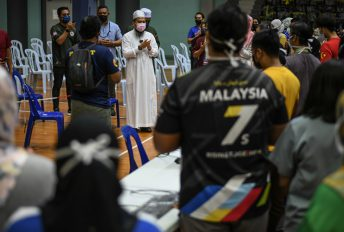 """""""Bumi Malaysia dalam keadaan berat ditimpa ujian demi ujian""""- Ebit sumbang katil, PPE pada CAC Stadium Titiwangsa"""