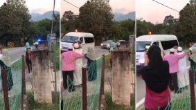 [VIDEO] Keluarga sebak, lambaian terakhir van jenazah ibu lalu depan rumah