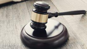 Curi kiriman wang RM12.6juta, pasangan kekasih didakwa di mahkamah