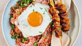 Nasi Goreng Ping Coombes dengan sambal belacan, sajian tetangga Indonesia