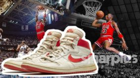 Sneakers usang dengan serpihan kaca Michael Jordan berjaya dilelong pada harga RM 2.5 juta