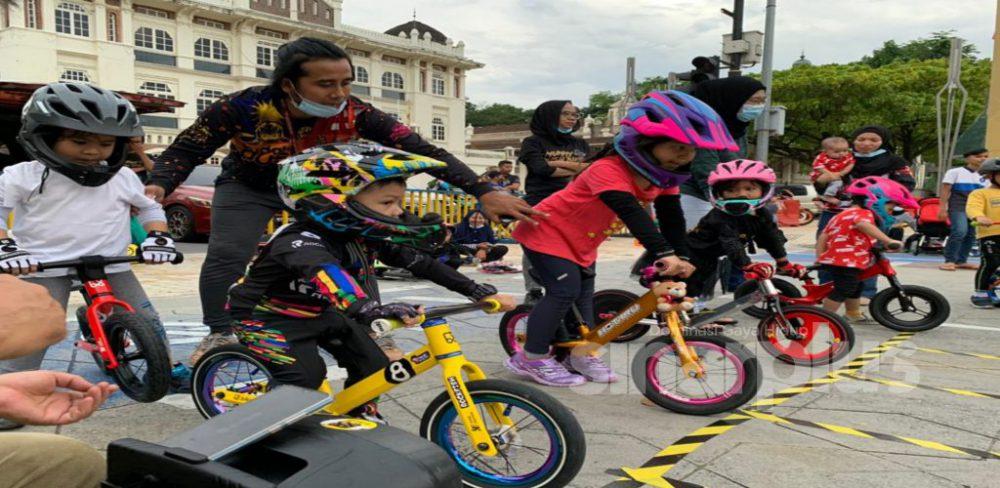 Dataran Merdeka dibanjiri 'Budak Pushbike', amal gaya hidup sihat di samping pupuk semangat kekeluargaan
