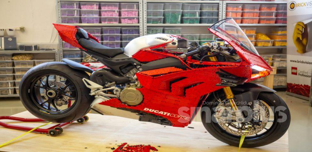 400 jam cantum blok LEGO, hasilkan Ducati Panigale V4