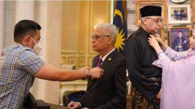 On duty stylist Perdana Menteri, Jovian Mandagie menata gaya ibu bapa mertua